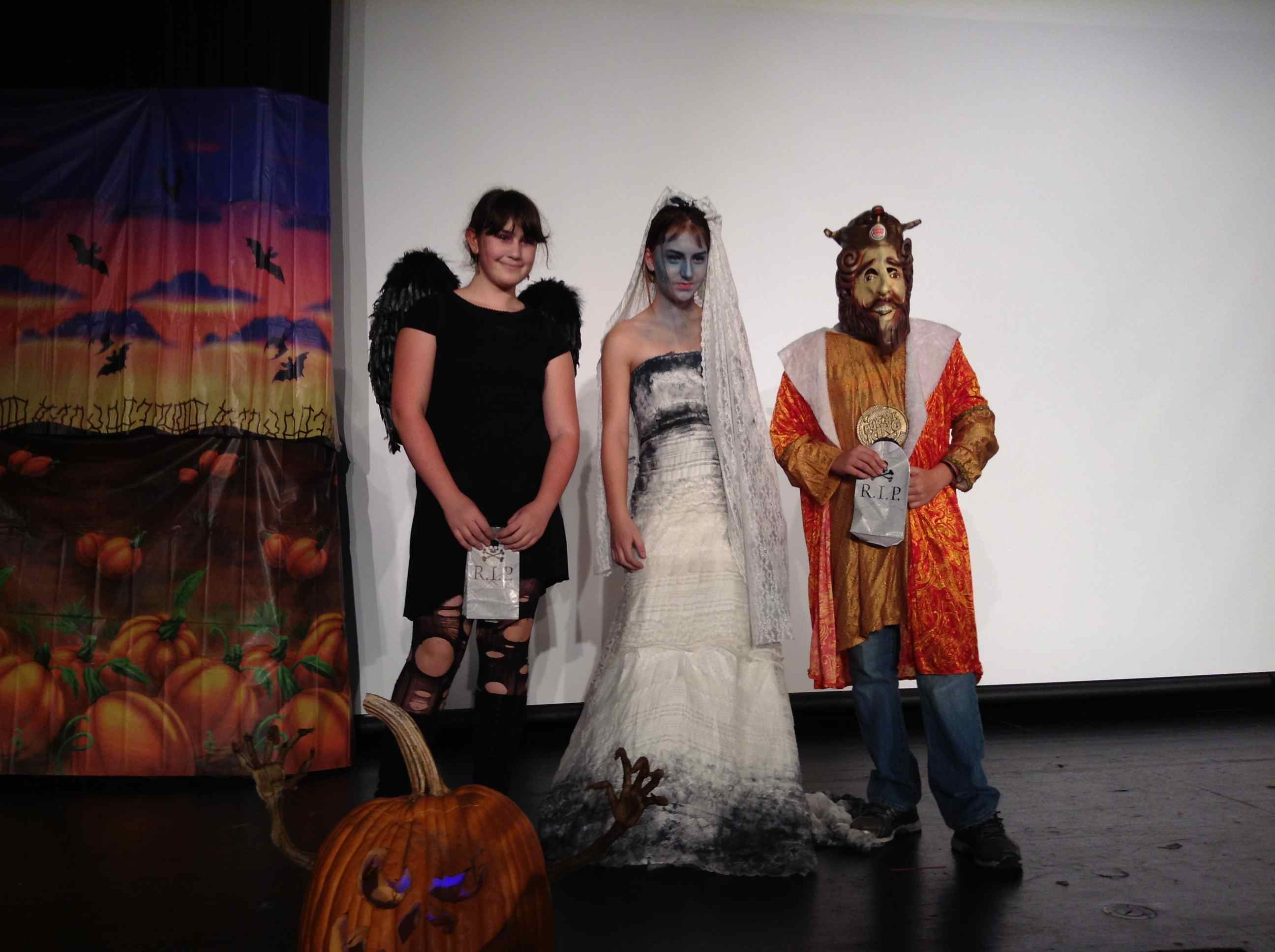 DFMS Newspaper : Party Rockin' At This Year's Halloween Dance!