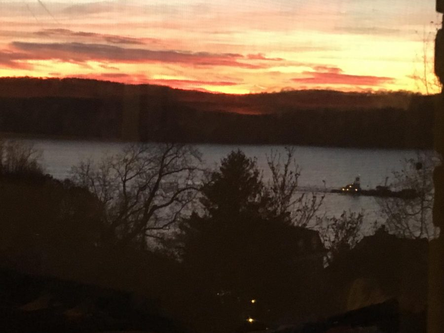 A+view+from+Broadway+of+the+sunset+above+the+Hudson+River+in+Dobbs+Ferry.